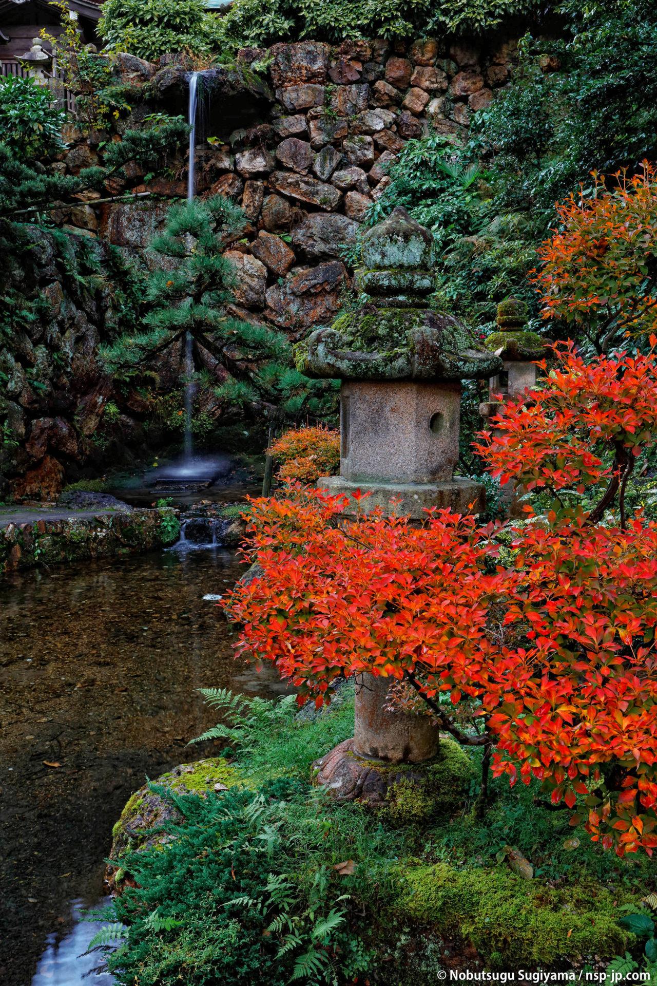 伊奈波神社-神滝と石灯篭 | 岐阜 故郷巡礼 by 杉山宣嗣
