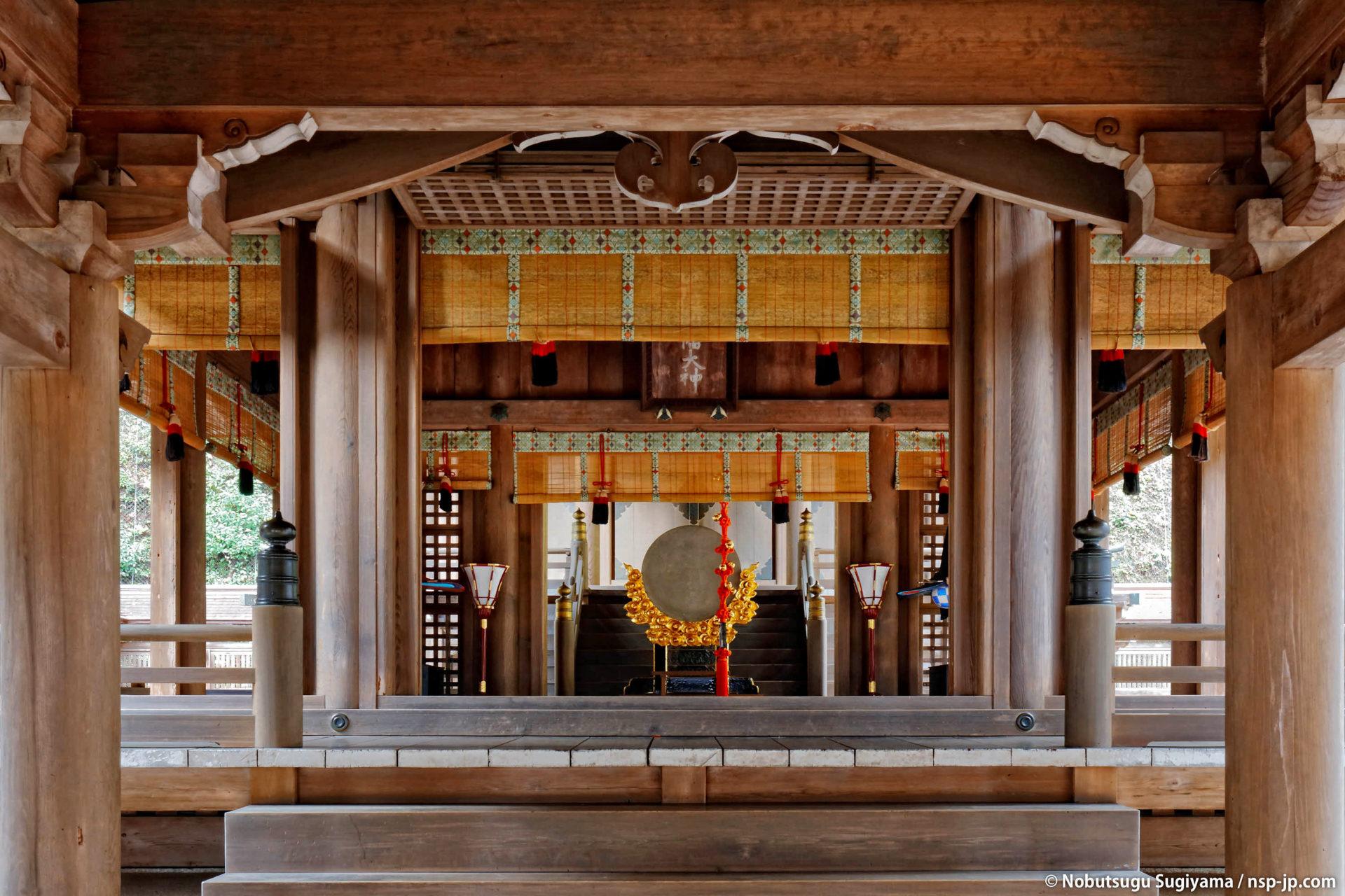 伊奈波神社-拝殿から本殿を望む | 岐阜 故郷巡礼 by 杉山宣嗣