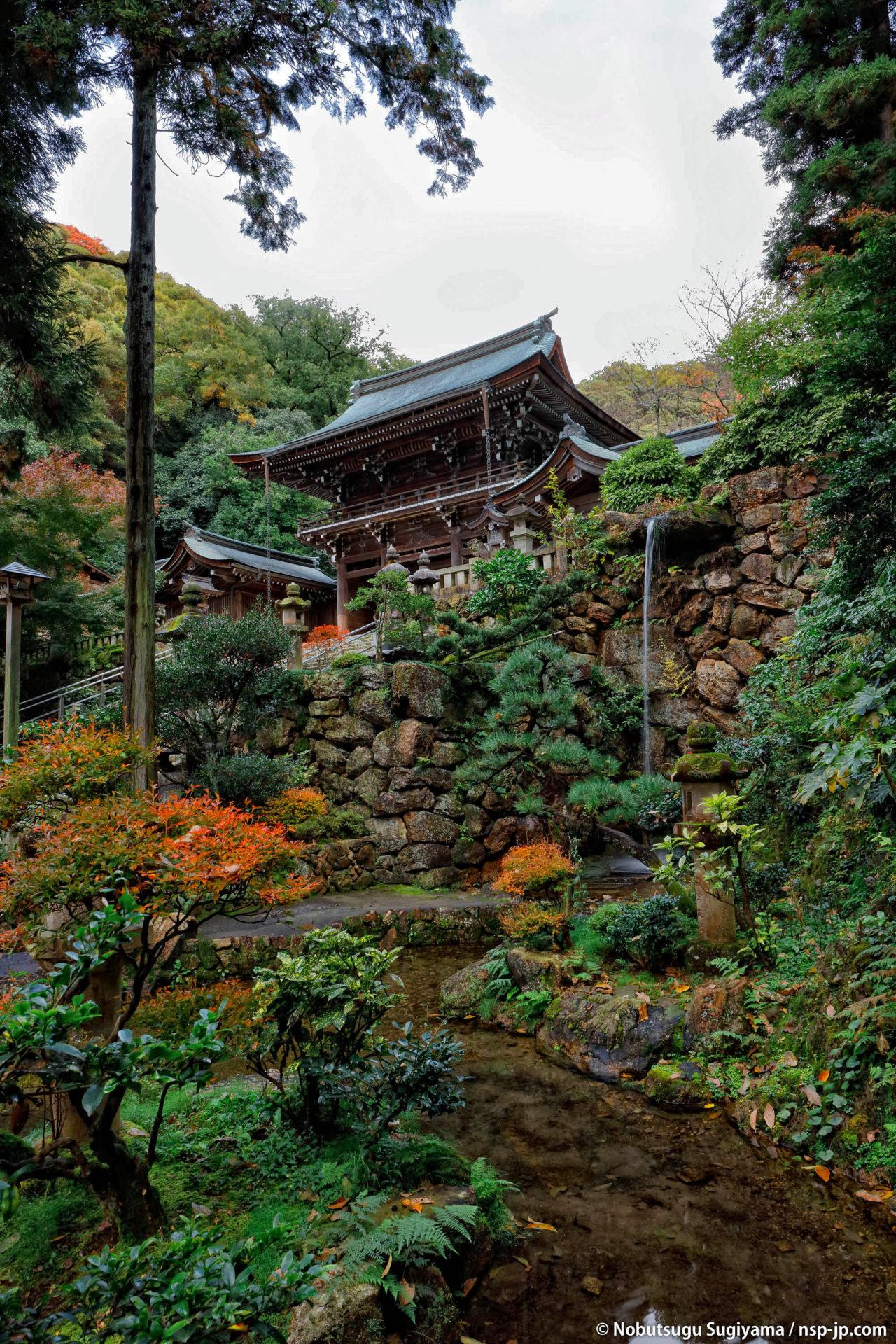 伊奈波神社-神滝から楼門を望む | 岐阜 故郷巡礼 by 杉山宣嗣